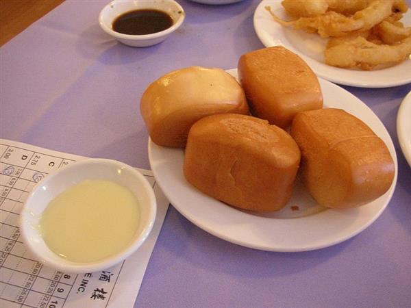 800px-Deep_fried_mantou.jpg