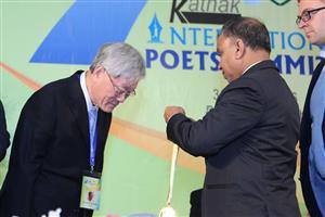 孟加拉卡塔克詩人高峰會 詩人李魁賢獲國際殊榮肯定